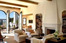 akdeniz stili dekorasyon fikirleri - somineli oturma odasi dekorasyonu 228x150 - Akdeniz Stili Dekorasyon Fikirleri