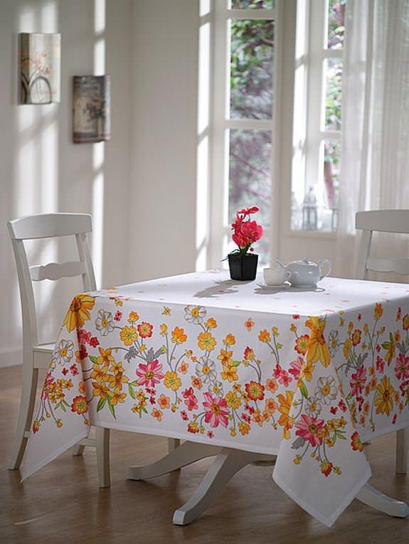 Renkli Desenli Masa Örtüsü Modelleri 3