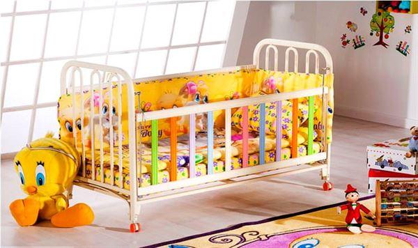 tekerlekli-bebek-karyolasi