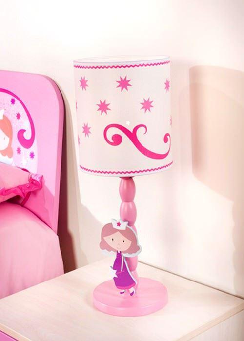 Peri kızı bu kez masa lambasının ayağına yaslanmış. Tavan lambası ile uyumlu bu masa lambası kızınızın başucunda onun uykuya dalmasını bekliyor.